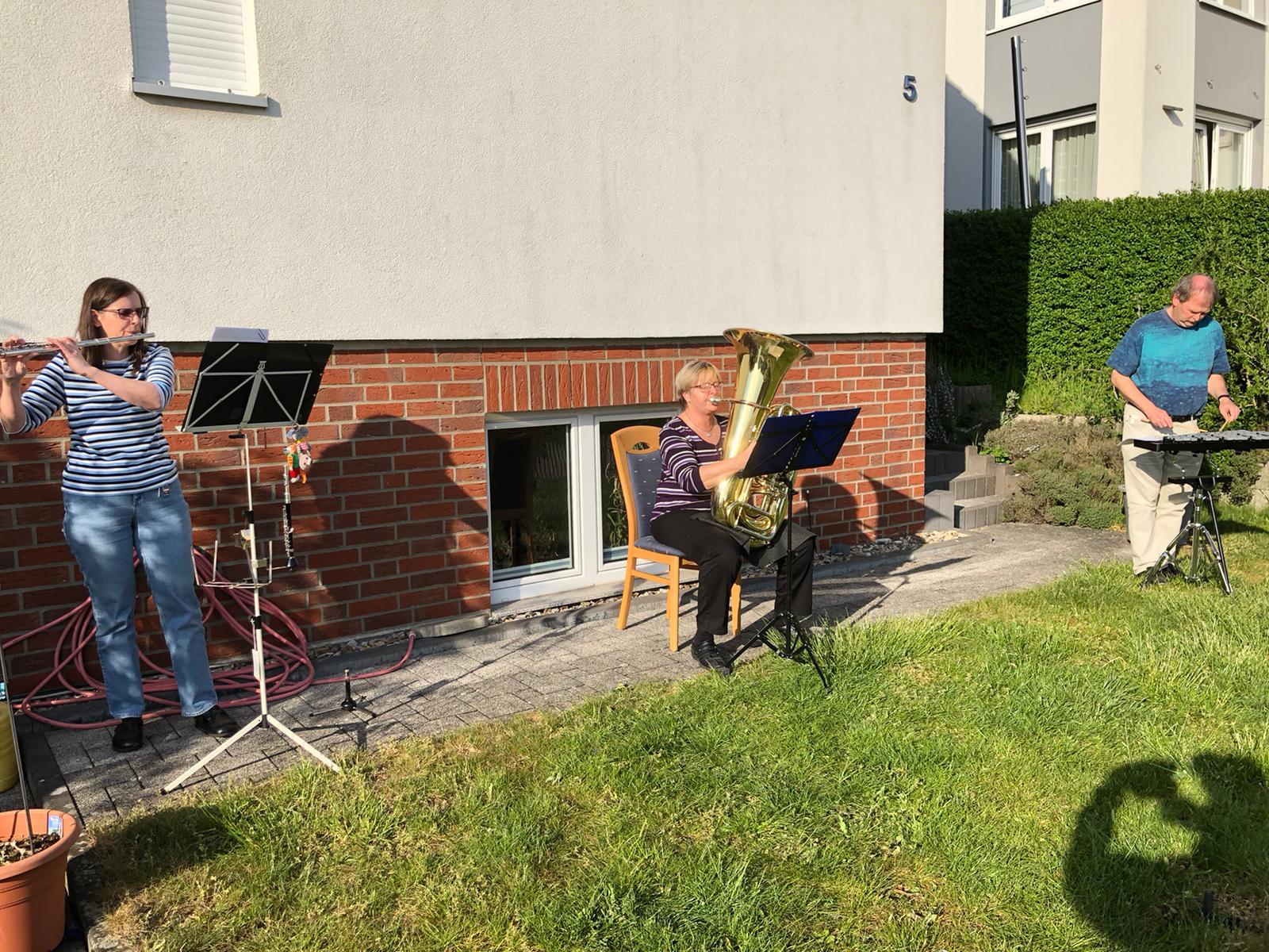 Christine Koch, Dagmar Mohr und Bernd-M. Montag in Holle
